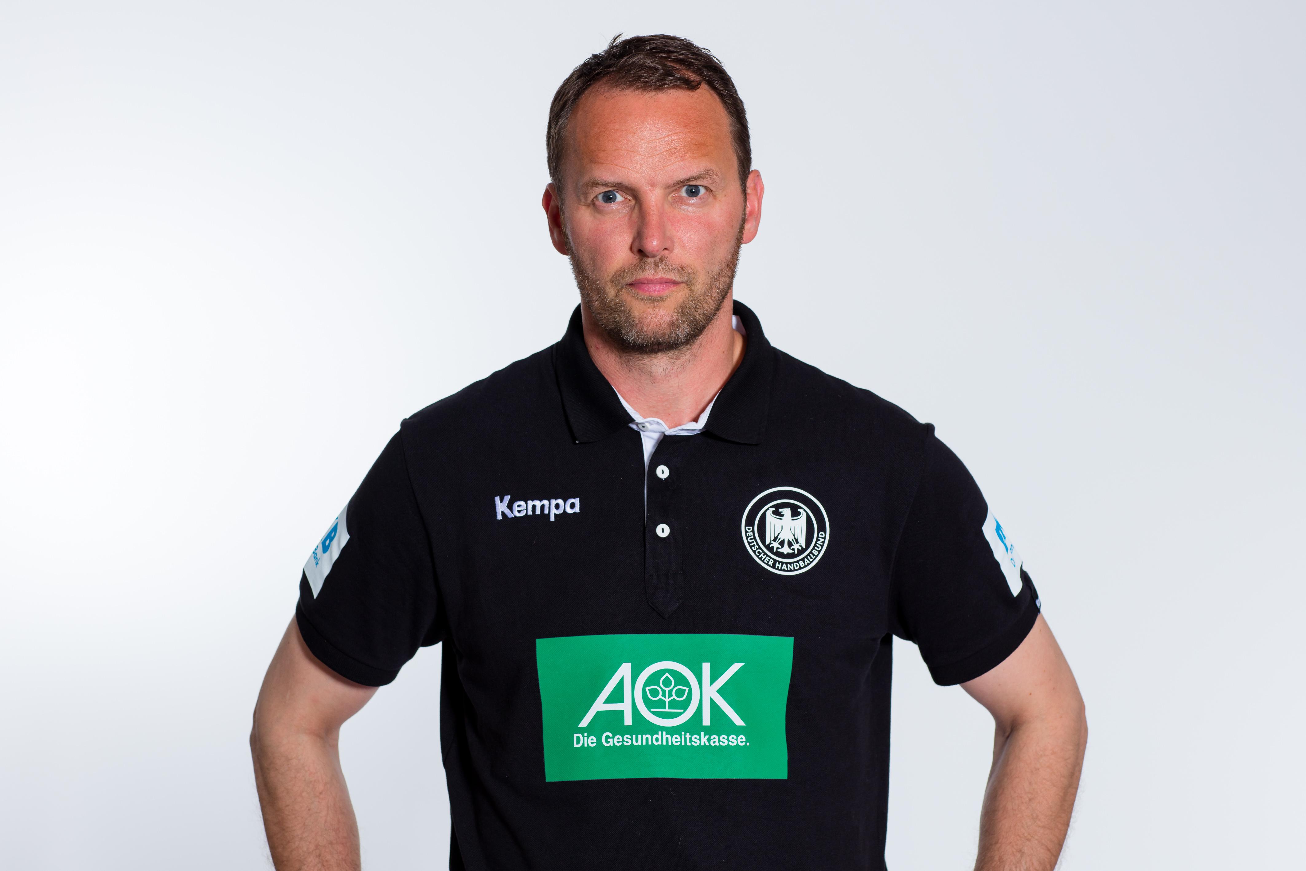 Stuutgart, 11. Juli 2016. Die Deutsche Handball-Nationalmannschaft der Männer posiert für Portraits vor weißem Hintergrund im Studio.